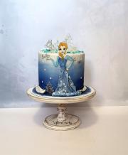 Torta Ľadová Elsa pre Sašenku s ozdobami z izomaltu:)