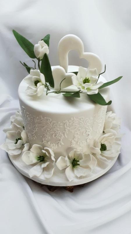 Biele magnólie na svadobnú tortu s fotopostupom 1