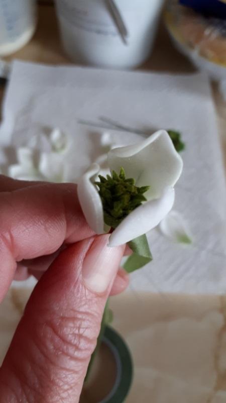 Biele magnólie na svadobnú tortu s fotopostupom 13