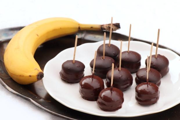 Banánovo - piškótové jednohubky v čokoláde - recept postup 2
