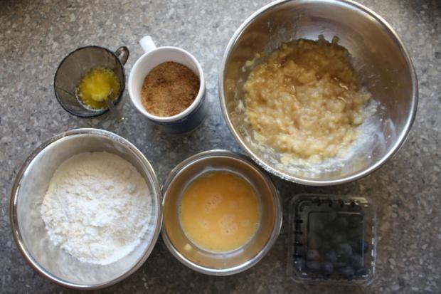Banánovo - čučoriedkové muffiny - recept postup 1