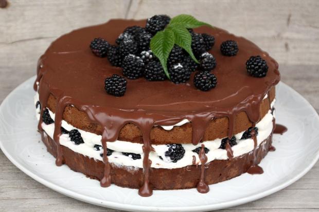Čokoládovo smotanová torta s černicami - recept postup 1