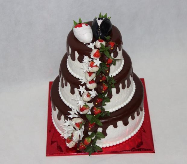 Svadobná s jahodami torta, Svadobné torty, silviakukuckova