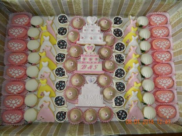 e3c2edbd68 Svadobné koláče torta