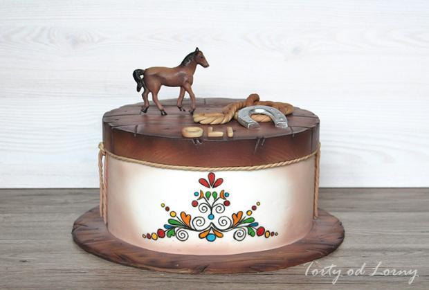 Torta s ľudovým motívom a koníkom