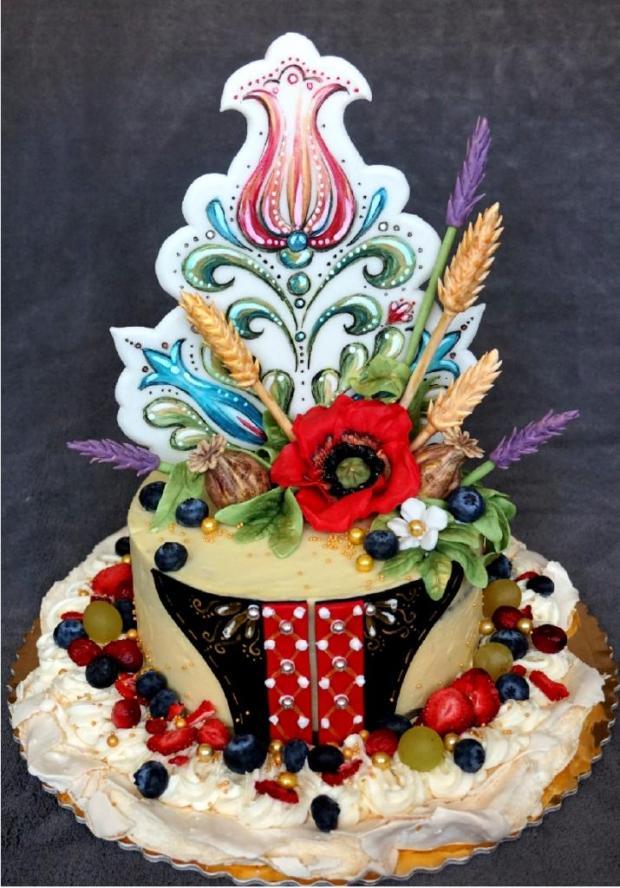 Fotopostup na tortu s folklórnym vzorom