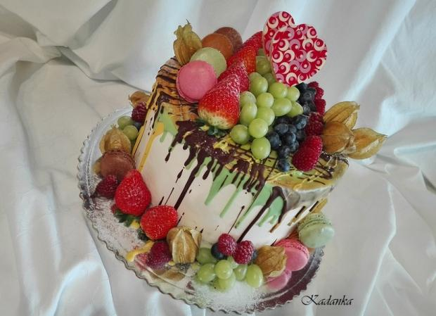 Drip torta s ovocím