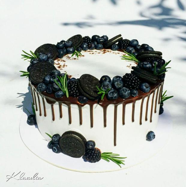 Torta zdobená čučoriedkami