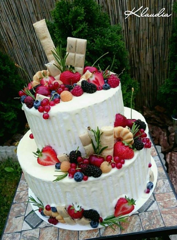 Drip torta  s bielou čokoládou a ovocím