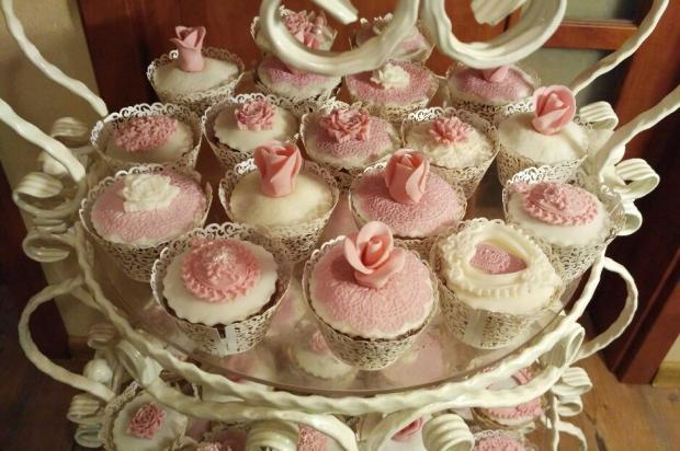 Stojan s mafinkami torta, Svadobné torty, Lucia Gažiová 3