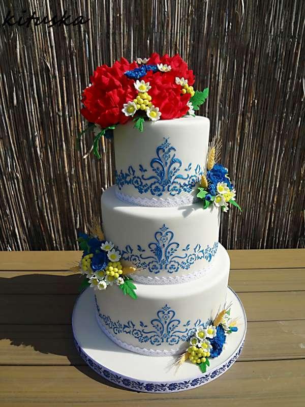 Svadobná torta v ľudovom štýle