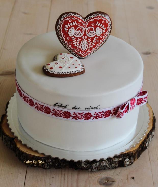 Folklórna torta s medovníčkami