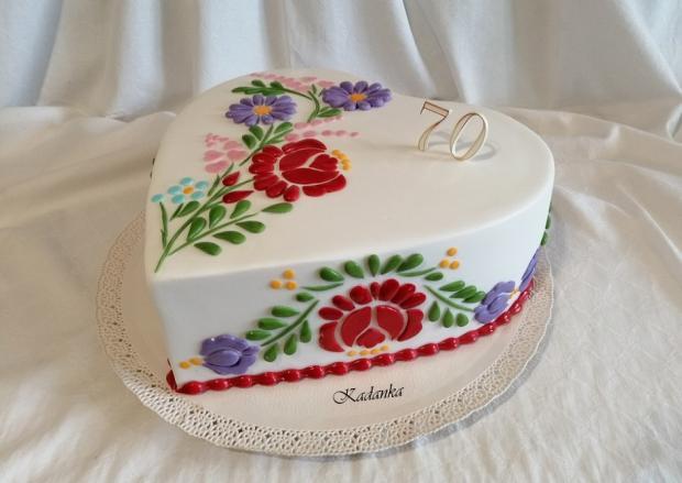 Vyšívaná torta