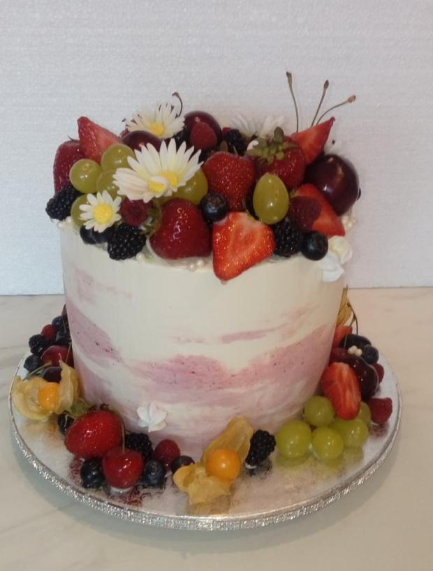 S ovocím v ružovom torta, Svadobné torty, babina 555