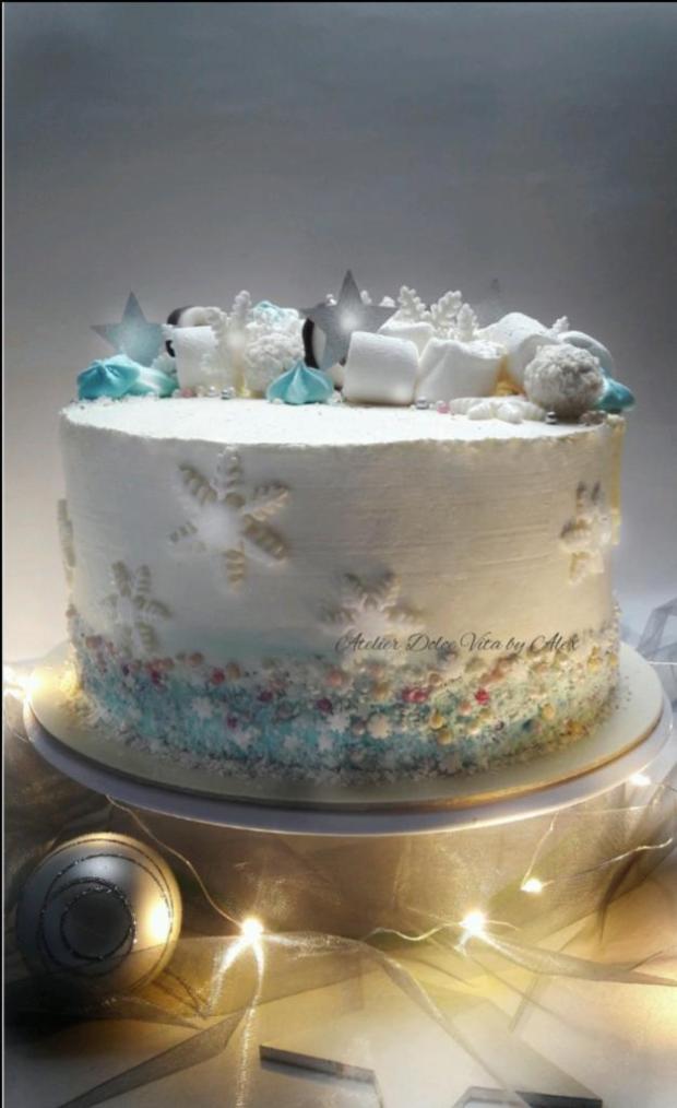 Zimná smotanová tortička v kréme  s malinami a kokosom  torta, Narodeninové torty, Alexandra Masarova