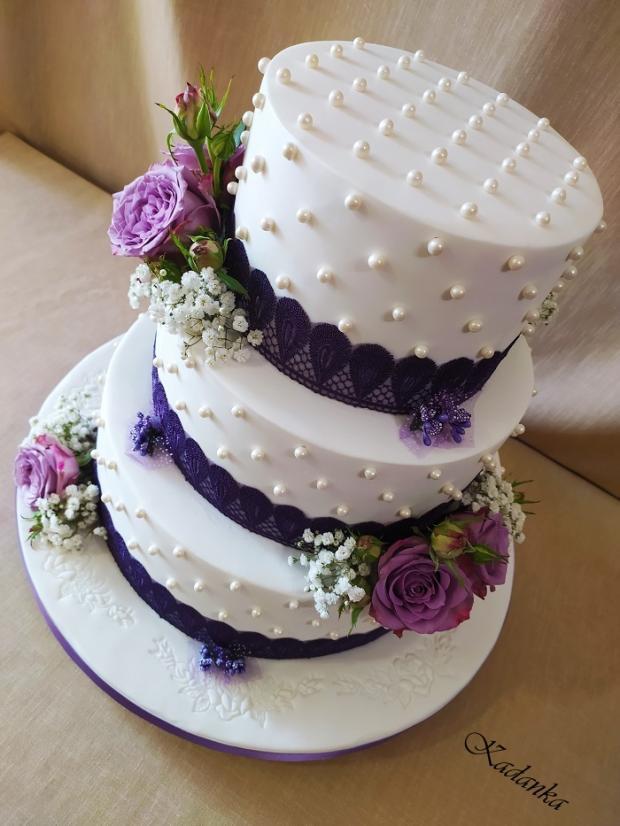 Svadobná v bielo fialovom šate... torta, Svadobné torty, Kadanka 3