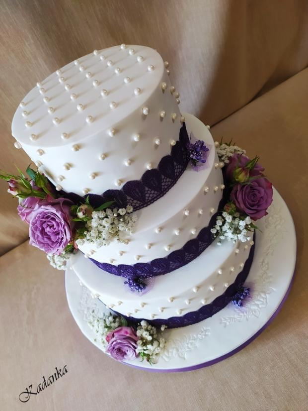 Svadobná v bielo fialovom šate... torta, Svadobné torty, Kadanka 4