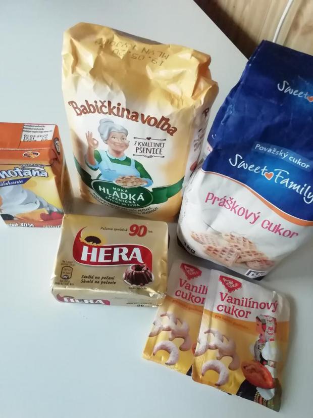 Jemné koláčiky zo šľačkoveho cesta.  - recept postup 1
