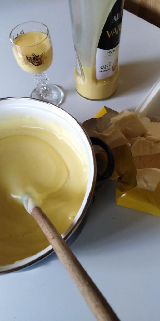 Medové rezy s piškótami.  - recept postup 5