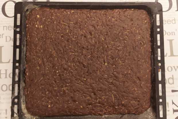 Hrnčekový jablkový koláč s kakaom a orechmi - recept postup 2