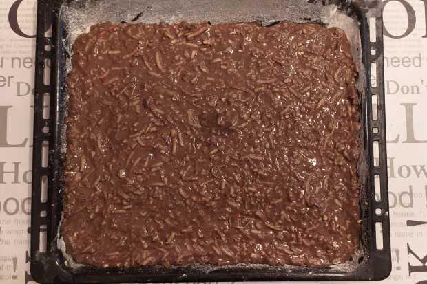 Hrnčekový jablkový koláč s kakaom a orechmi - recept postup 1