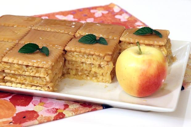 Nepečený jablkový koláč s BB keksami - recept