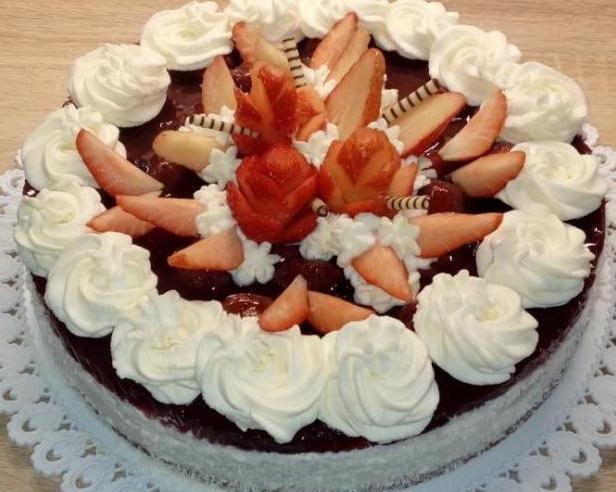 Torta s jahodovým želé a šlahačkou - recept