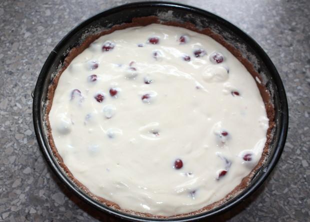Kakaovo tvarohový koláč s višňami - recept postup 9