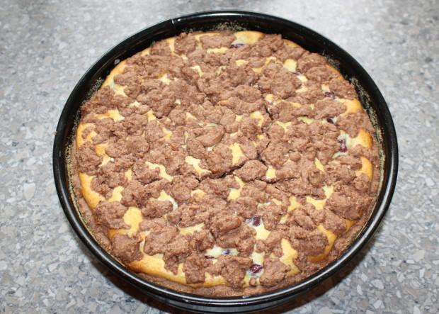 Kakaovo tvarohový koláč s višňami - recept postup 11