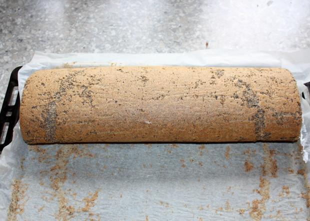 Maková roláda s tvarohovým krémom - recept postup 9