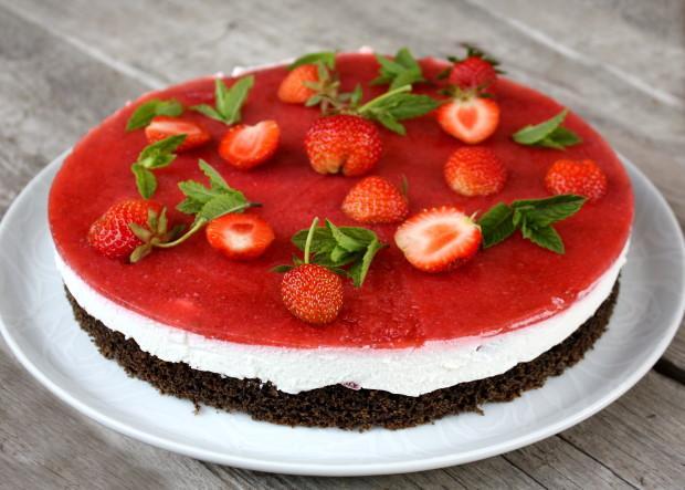 Jahodová torta s makovým korpusom - recept postup 10