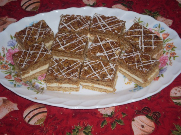 medovo-orechové rezy - recept