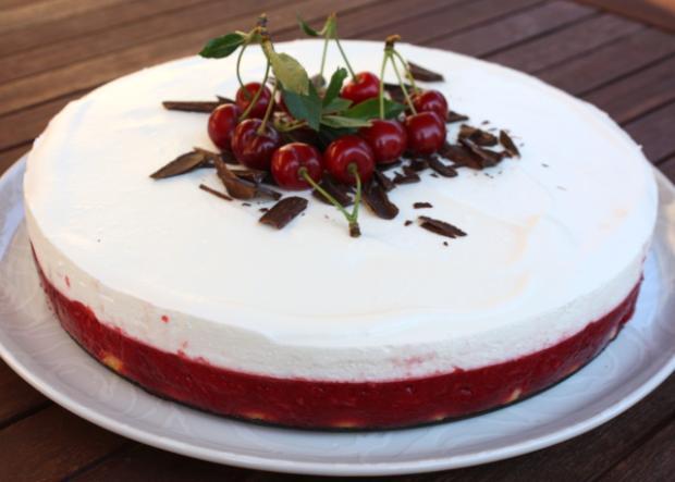 Fantastická nepečená višňová torta
