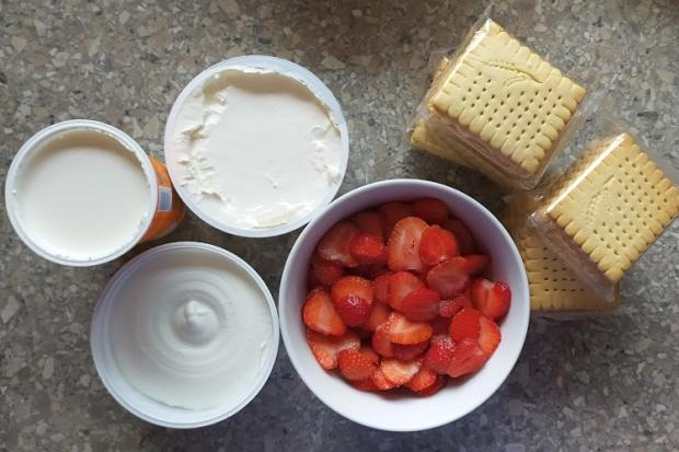 Nepečený jahodový zákusok s mascarpone - recept postup 1