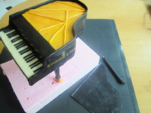 Надпись, шаблоны рояля из мастики