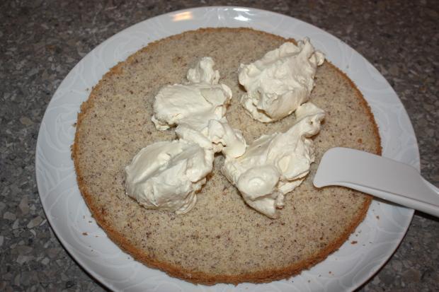 Mandľovo - karamelová torta s banánmi - recept postup 9