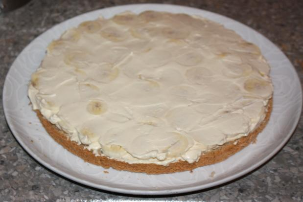 Mandľovo - karamelová torta s banánmi - recept postup 11