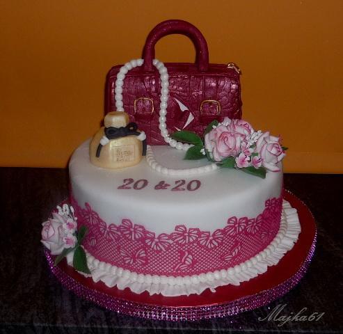 8e4e545a26 s kabelkou a parfémom torta