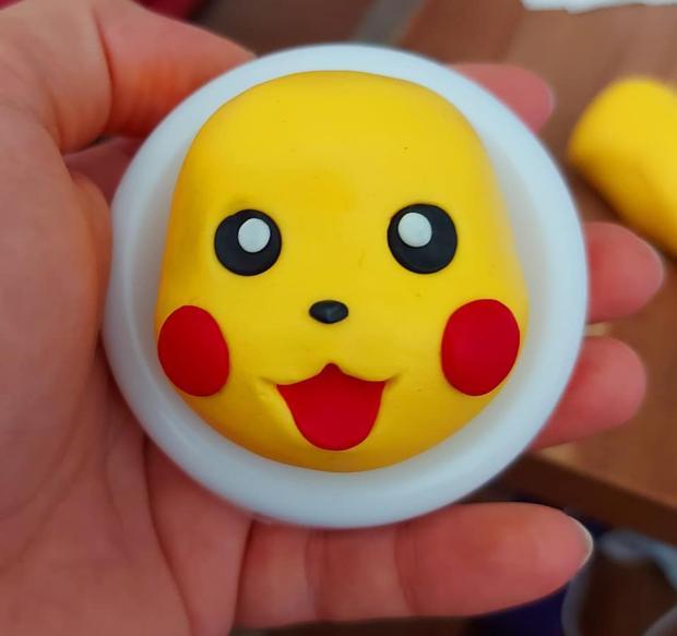 Ako vymodelovať postavičku Pikachu  na tortu 5