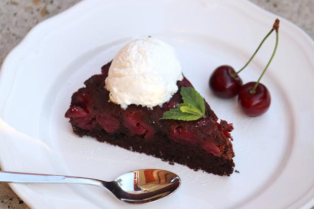 Prevrátený čerešňovo - čokoládový koláčik - recept