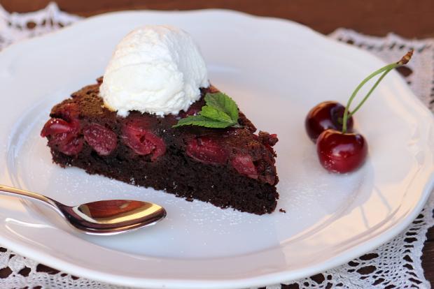 Prevrátený čerešňovo - čokoládový koláčik - recept postup 5