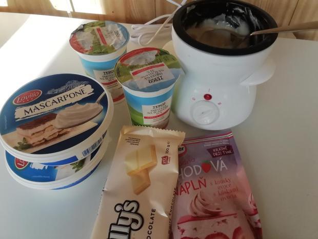 Medové kolieska plnené mascarpone a ovocím.  - recept postup 1