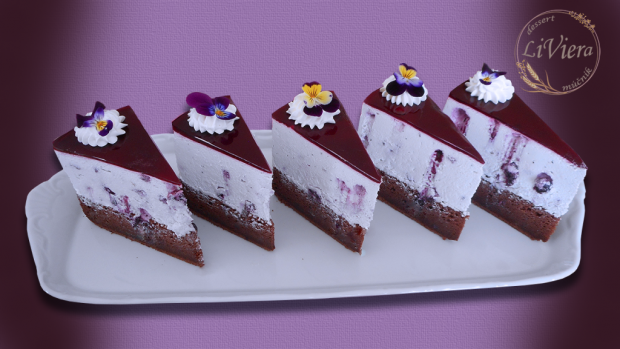 Čučoriedková torta a živé jedlé kvety - foto postup