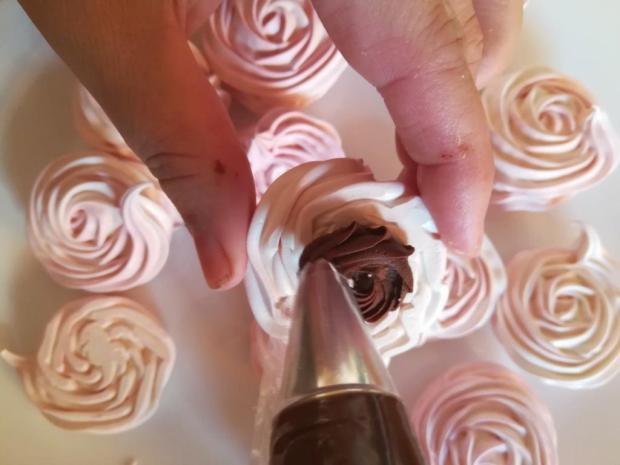 Snehové pečivo s čokoládovou plnkou - recept postup 10