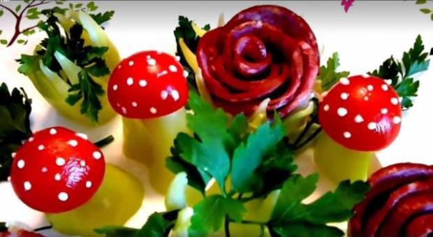 Nápady pre slané torty: Ako vyrobiť kvety z papriky a salámy - foto postup