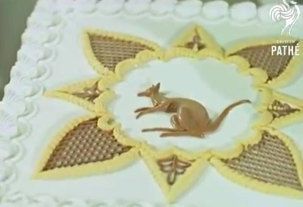 Keď na zdobenie torty potrebujete lešenie:) Video z roku 1959 - foto postup