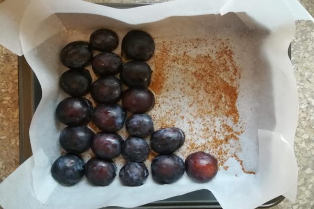 Fantastický slivkový koláč s pudingovým krémom - recept postup 1