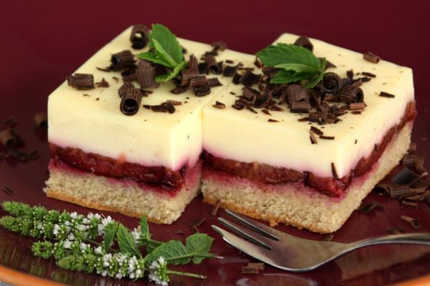 Slivkový koláč s pudingovým krémom