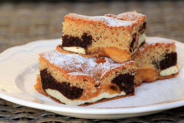 Šťavnatý tvarohový koláč s marhuľami
