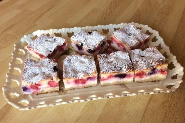 Tvarohovo - ovocný koláčik